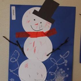 http://www.thingstoshareandremember.com/build-a-snowman-art-for-preschoolers/
