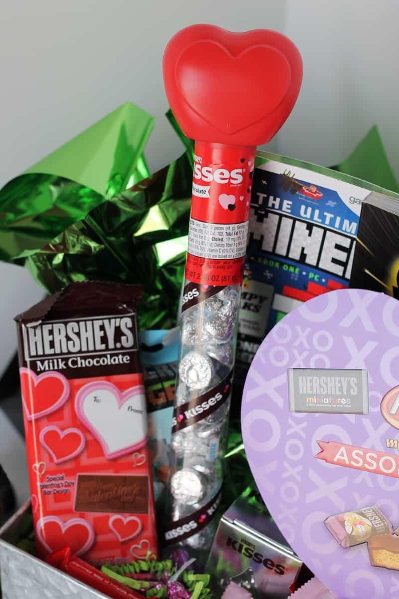 Minecraft Valentine Gift Basket #HSYMessageOfLove