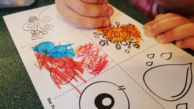 bee weather puppet coloring - In the Beehive