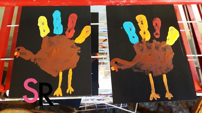 chalkboard-handprint-turkeys