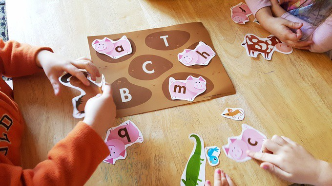 pigs-in-the-mud-letter-game
