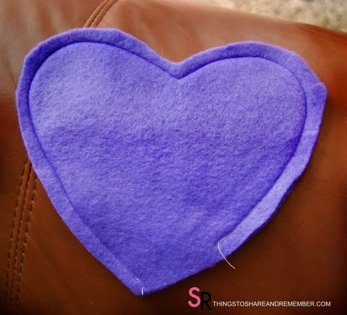 Heart Hand Warmer Tutorial with Printable Gift Label sew around the edge