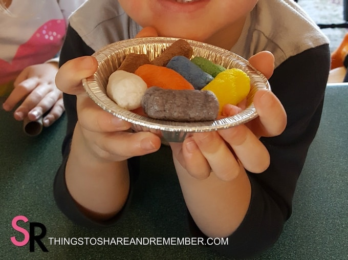 Sing a Song of Sixpence pie art and sensory activity
