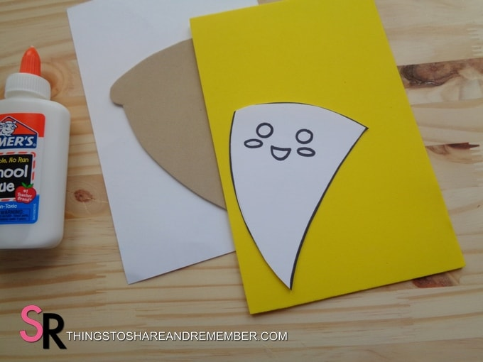 yellow craft foam and pizza template