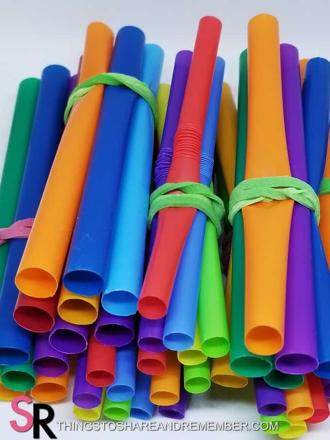 bunches of colored straws wrapped together with rubber bands