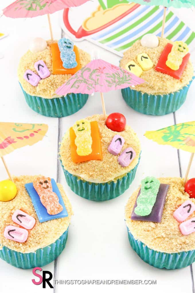 cupcakes with cracker sand, umbrellas and candies