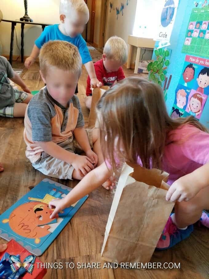 kids playing a puzzle game super fun circle time