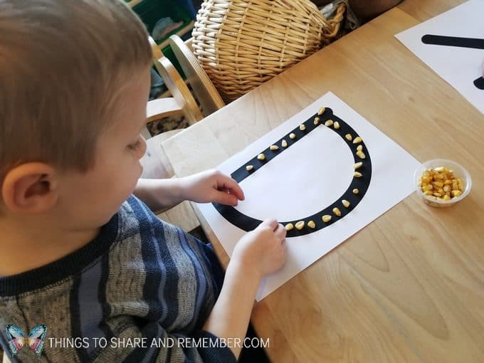 Corn Letters - grains pre-writing activity and fine motor skills with corn kernels Sensory Shape Discovery Search and Match with grains - Mother Goose Time Health and Fitness theme for February 2019 - Preschool curriculum Food Groups - Grains activities #MGTblogger #MGTHealthandFitness #ece #preschool #nutritiontheme