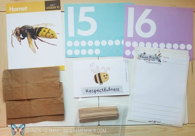 bees and butterflies theme Lesson 10: Hornet - numbers 15 and 16, Forest Friends story page