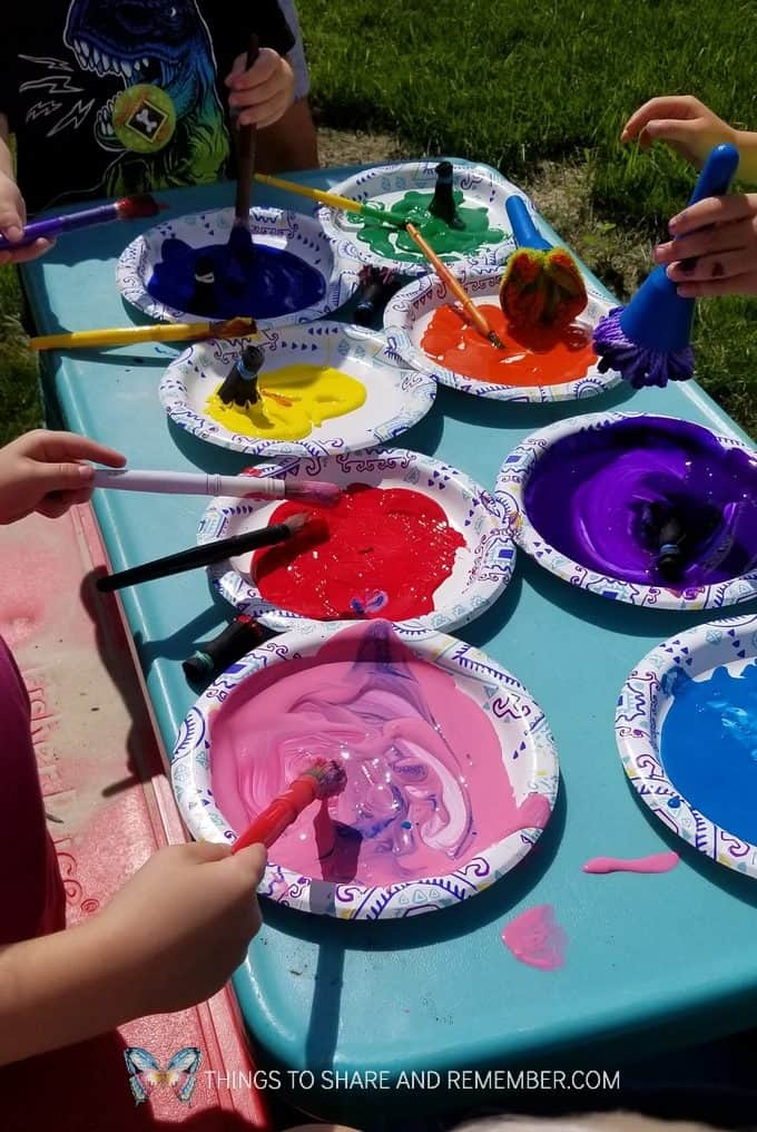 paint on paper plates on the picnic table outdoors Making Cardboard Murals outdoors | Mother Goose Time Art Studio | Lesson 4 Fresco & Mural