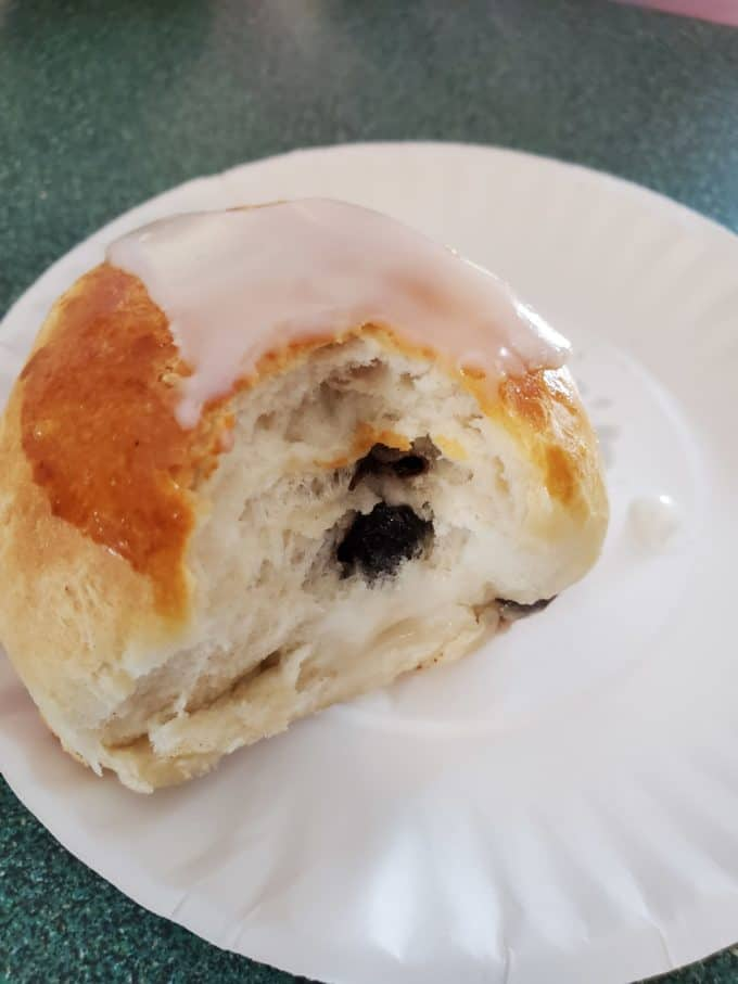 iced hot cross bun recipe with raisins