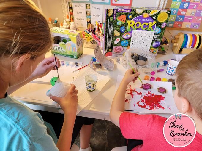 kids using creative summer art kits